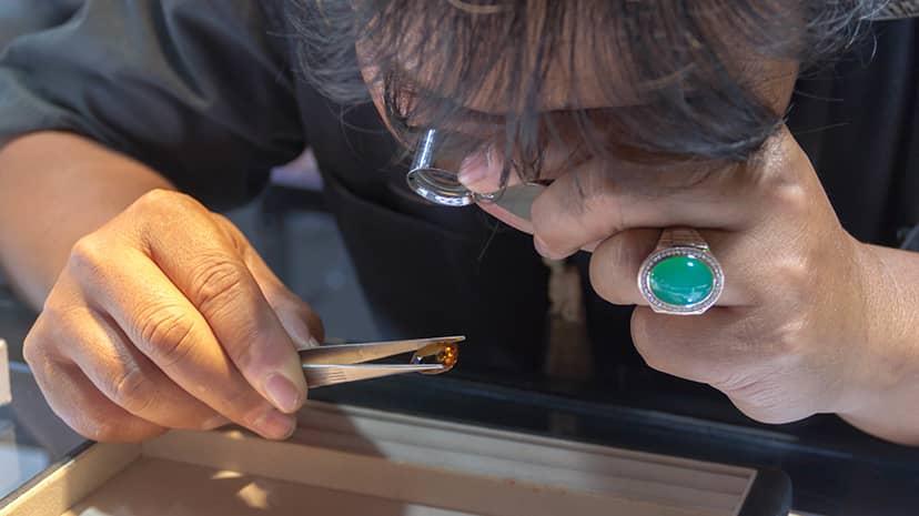 指輪修理のクラフトマン