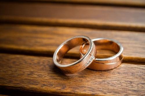 ストレートデザインの結婚指輪